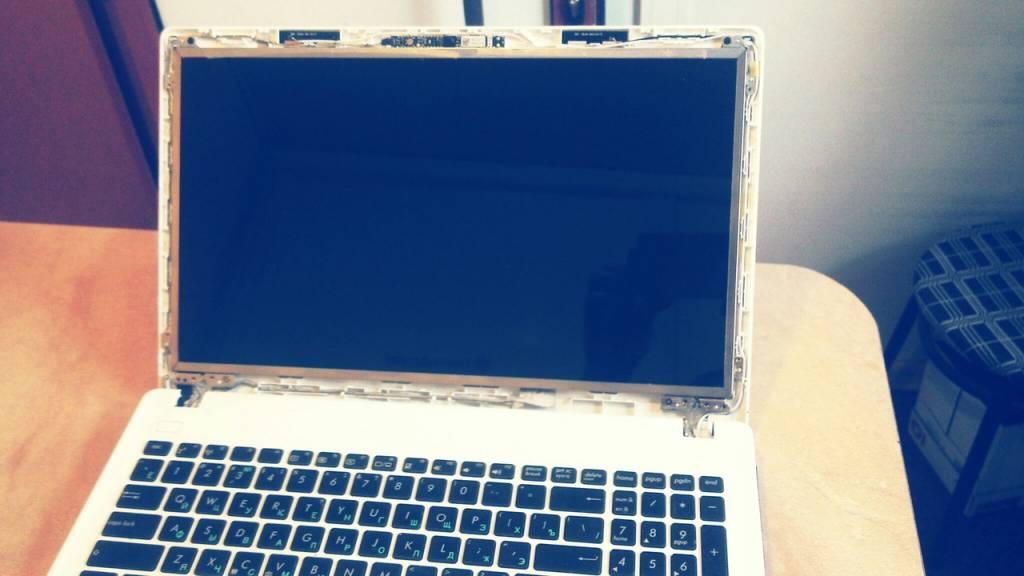 Замена матрицы на ноутбуке Асус Одесса