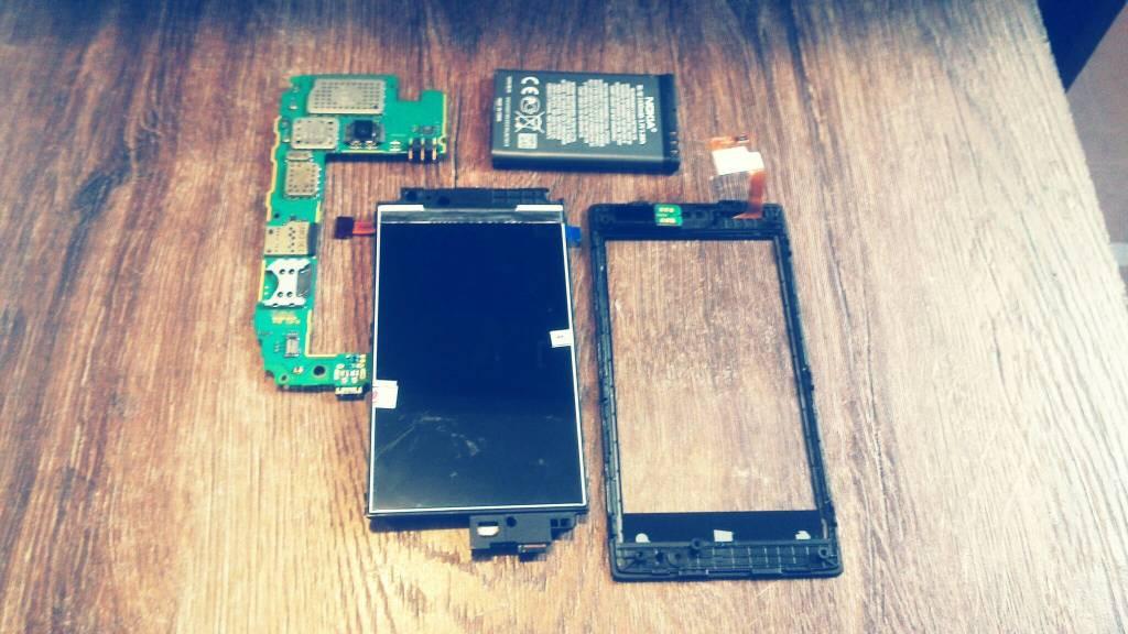 Замена cенсорного стекла на телефоне Nokia Lumia 520