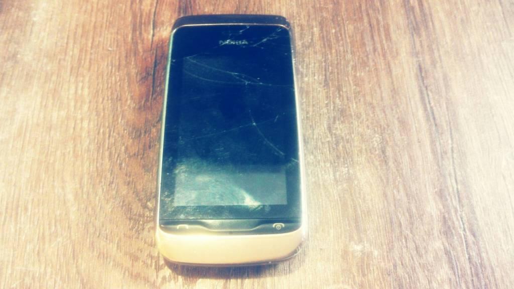 Замена сенсорного стекла на телефоне Nokia 308