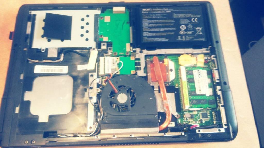 Ноутбук Asus K40 в стадии разборки